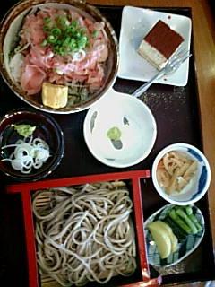 ネギトロ丼と蕎麦のセット