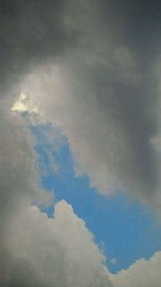 嵐の前の雲行きは…